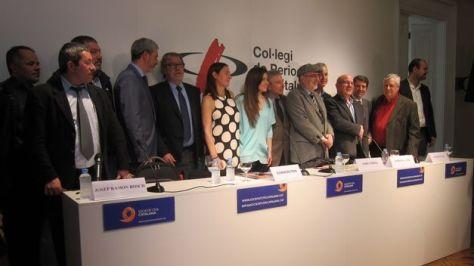 Los compañeros Enrique Abad, Carles Campdepadrós y Pepe Castellano en la  presentación de SOCIEDAD CIVIL CATALANA.